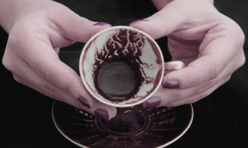 Гледане на турско кафе и разчитане на символи